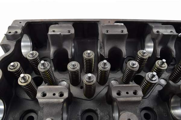 3412277 | Cummins ISX/QSX Cylinder Head with Valves, Remanufactured (Top 1)